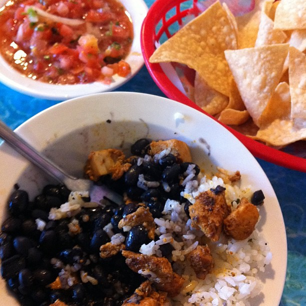 Project 365 280/365: Kid's blackened chicken bowl and chips & salsa = late lunch awesomeness @WahoosFishTaco