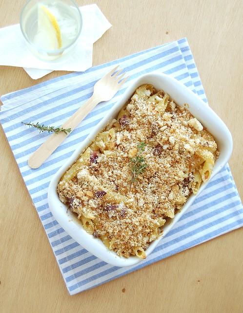 Feta, ricotta and lemon pasta with olive breadcrumbs / Macarrão com feta, ricota e limão siciliano com farelinho de azeitona