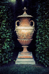 Decorative Urn (Meleager) Tags: county flowers plants urn gardens canon topiary kodak maryland f1 baltimore vase ladew monkton underexposed accidentally autaut ektar100