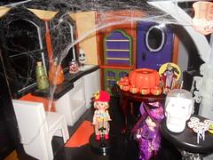 DSCN4008 (lainey2001) Tags: halloween barbiehouse halloweenhouse