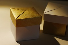 Tsukura (Retsnimel) Tags: christmas gold origami box modular unit tomokofuse