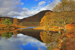 Glen Cannich. (Gordie Broon.) Tags: autumn trees light nature water clouds reflections river geotagged photography scotland scenery alba scenic escocia hills ferns birchtrees schottland ecosse invernessshire scottishhighlands cannich glencannich northernscotland leefilters canoneos7d muchrachd rivercannich gordiebroon