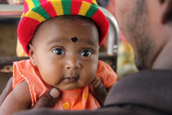 Baby on the Bus, Pusselawa, Sri Lanka