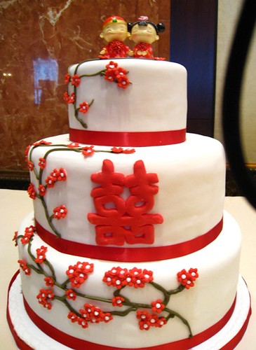 Here is a simple and rich Chinese themed wedding cake designed