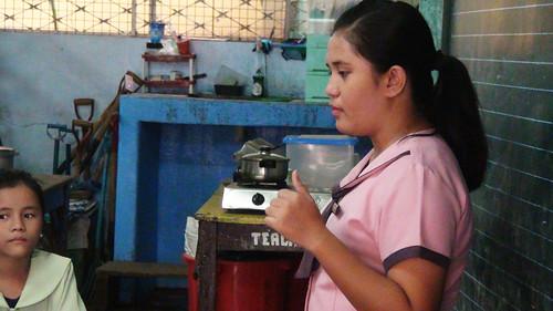 A Zapatera Elementary School teacher talks about waste management. (Tashuana Alemania)