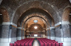 The Metropolitan Cathedral Crypt (Puerto De Liverpool.) Tags: lighting architecture liverpool lights religion arches brickwork hopestreet merseyside religiousbuilding visitorattraction liverpoolcitycentre thecatholiccathedral themetropolitancathedral lutyenscrypt