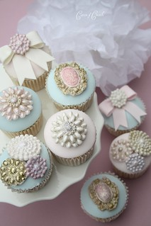 Brooch cupcakes by Cotton and Crumbs