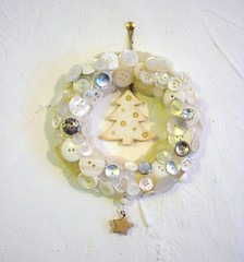 button wreath 006 (lonelyhearts2010) Tags: buttonwreath