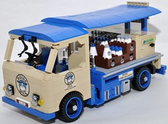 Milk float (Gilclio) Tags: blue cars car milk cool nice interesting lego tan carros delivery float leite entregas legogil gilclio