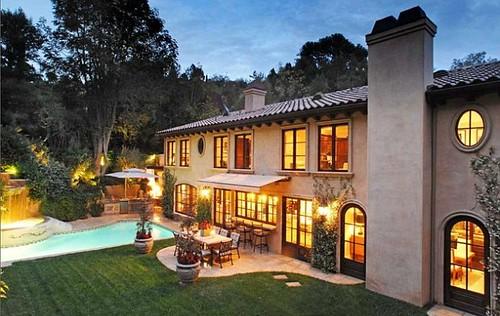 casa-Kim-Kardashian-entrada