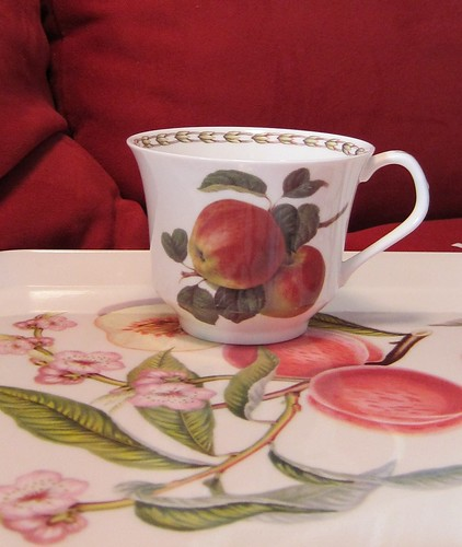 Hedelmäinen teekuppi by Anna Amnell