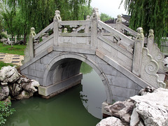 Small bridge with 'fu' lions, Kunshan () garden (thewamphyri) Tags: china bridge water statue garden arch lion chinesegardens prc chinesegarden  kunshan jiangsu peoplesrepublicofchina fudog archbridge foodog   foolion guardianlion fulion  over100views qiandeng jings chineseguardianlion  knshn qiandengtown