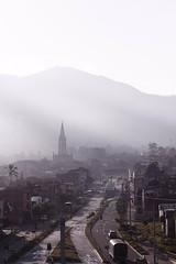 Manrique Central, un amanecer (Jesús Gutiérrez Gómez) Tags: digital sunrise canon photography eos rebel colombia amanecer villa hermosa xsi medellín antioquia fotografía jesusgutierrezgomez