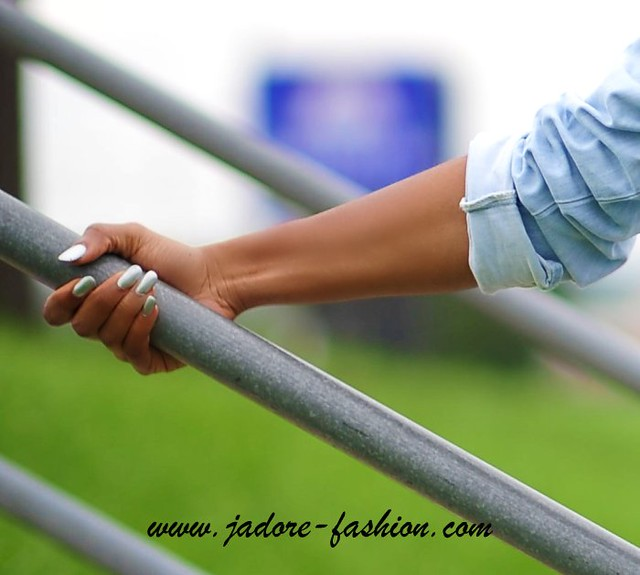 Silver Nails by www.jadore-fashion.com