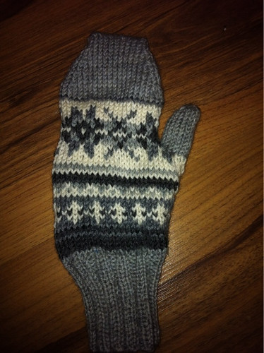 Colour work mitten