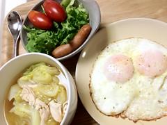 10/28の晩御飯。これとあとはキムチと納豆とご飯。凝ったものは 作らないよ