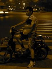 Concepts (Le Zenits) Tags: china sepia night son bicicleta moto hangzhou  fatherandson protection  motorbyke bycicle  padreehijo    nino temeridad proteccion