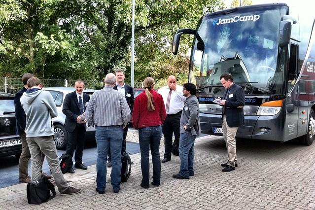 Die JamCamp-Meute vor Fritz & Macziol