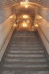 005267 - Madrid (M.Peinado) Tags: madrid espaa canon tren spain metro estacin escaleras metropolitano ferrocarril comunidaddemadrid 2011 bombillas estacinfantasma estacindechamber ccbync canoneos1000d 29102011 octubrede2011