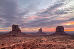 Sunrise at Monument Valley (tim.mcrae) Tags: monument sunrise butte centre right east valley monumentvalley left mittens vistor