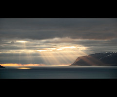 Sun Bursts (Dani℮l) Tags: ocean sunset mountain seascape landscape iceland nikon bravo daniel roadtrip atlantic sunburst lightshow landschap westfjords d300 ijsland
