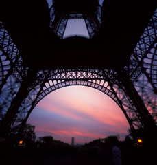 Un coeur de fer, tout sauf froid (Zeb Andrews) Tags: sunset sky paris film window square iron image underneath lattice bluemooncamera eiffeltowerfrancepinholezero2000zero