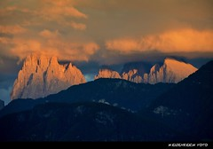A Big Show (H. Eisenreich Foto) Tags: italien sky italy mountain alps clouds prime evening abend photo ic italia glow foto fotografie south hans award himmel wolken berge heike alpen landschaft alto alpi tyrol dolomites dolomiti 2012 reise sdtirol bolzano bozen abendrot adige dolomiten sasso plattkofel longo langkofel reisefotografie villanders poststrasse landschaftsfotografie schmidmhlen eisenreich reisefoto mygearandme eijomian magicalskiesmick landschftsfoto
