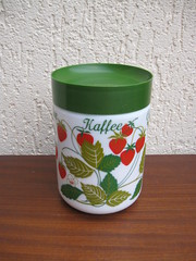 Container with strawberries (SimoneRetro) Tags: glass vintage milk strawberries retro opale