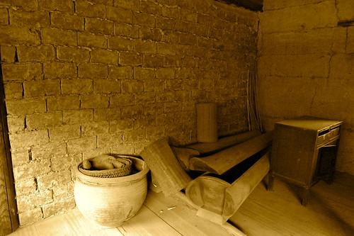.....頂樓角落,放著備用的棺材.....