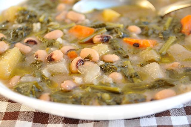 sopa rústica de grelos