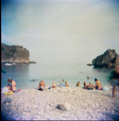 spiaggia di Taormia (lauritadianita) Tags: sleeping sea italy playing men beach water familia children mar donna holga blurry mujer agua women rocks europa europe italia honeymoon mare famiglia bambini sleep playa pebbles uomo bikini vista donne sicily taormina acqua mujeres vignette spiaggia hombre sicilia swimsuits lunademiel jugando piedras ioniansea borrosa ninos swimtrunks ragazzi familias lunadimiele familes famiglie uomi