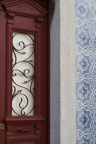 lisbon - tile w/red door