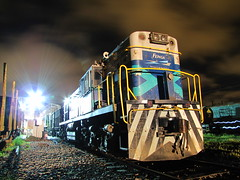 Fepasa, comienza el movimiento nocturno. (DeutzHumslet) Tags: chile yards station night nightshoot workshop locomotive arenal talcahuano alco fepasa 1808 rsd34