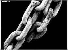 cadena---(chain) EXPLORE # 436 Dia 1-Noviembre-2011 (# RAMN Mortadelo #) Tags: explore cadena hierro eslabones oltusfotos blancoynegrosepia mortadelo65pp