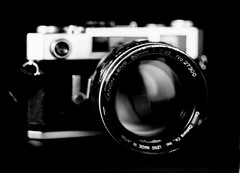 My Canon 7s + Dream Lens (O9k) Tags: camera blackandwhite bw macro analog studio fort papernegative linhof analogue standard largeformat 9x12 schneider viewcamera cameraporn canon7s selfdeveloped 095 canon7 homedeveloping symmar dreamlens kardan bromofort canon50mm095 dirrectpaper