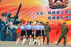 Engagez-vous dans l'arme chinoise !!!!!!!!! (teocaramel) Tags: sexy yangshuo assault talon asie char fille militaire chine arme salut talonaiguille talonhaut engagezvous
