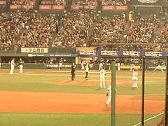 あらっ始球式は鈴木京香さんだった(^ー^)ノ  プレイボール\(^o^)/