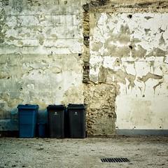 Versailles, Rue Edouard Charton  ⨳ 2 (boris maillard) Tags: france wall canon adobe versailles trashcans lightroom boma preset dfoto adobelightroom 78000 canonef1635mmf28liiusm eos7d