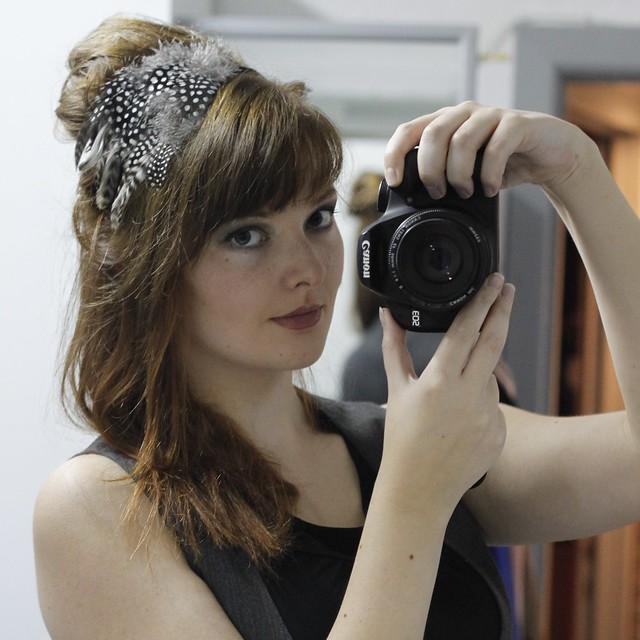 cheveux tendance coiffure tendances coiffures serre tete plume accessoire choucroute bumpit