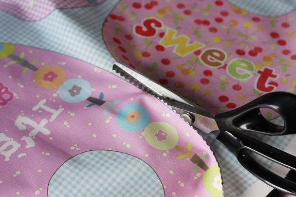 bib pink scissors