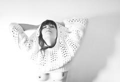(esther kiras) Tags: autumn shadow portrait bw woman white fall byn blanco beauty canon naked nude pie punto mujer breast skin retrato crochet sombra bn jersey hood otoo silueta shining belleza braid brillante desnudo pecho pezones trenza capucha ganchillo 400d