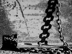 ...link by link and yard by yard... (R A Pyke (SweRon)) Tags: shadow blackandwhite bw chains rust iron pentax steel chain link links k5 sweron samyang85mmf14 201110235048