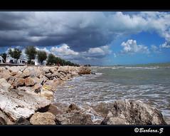 Roseto degli Abruzzi (Barbynikon) Tags: world panorama strand d50 reflex nikon nuvole colore foto estate image digitale sigma acqua azzurro spiaggia paesaggio corpo citta abruzzo scogli scogliera paese pianeta rosetodegliabruzzi