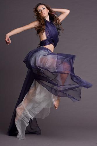 無料写真素材, 人物, 女性, 跳ぶ・ジャンプ, 踊る・ダンス, イタリア人