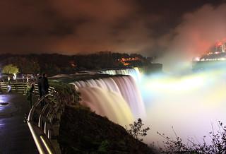 Nocturna en Niagara Falls