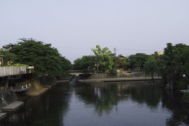110521_060013_大垣朝散歩_水門川