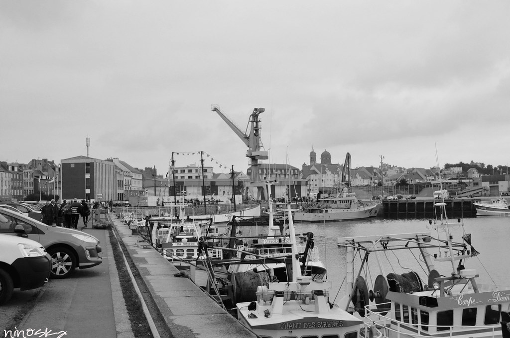 muelle-barcos-carro-BW