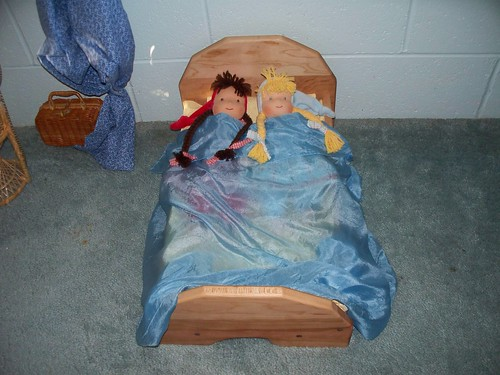 doll bed and oak glen 003