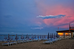 Dusk on the beach (grazanna) Tags: sunset beach tramonto dusk spiaggia crepuscolo zachd plaa zmierzch