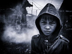 Ulingan, Tondo - Iphone Photography (Mio Cade) Tags: boy work photography kid factory child m1 philippines jr charcoal manila journalism singtel iphone telco starhub tondo smke ulingan iphoneography